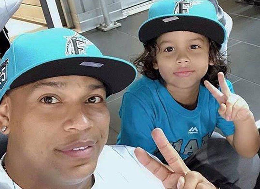 Alexander Delgado junto a su hijo, Alexander Jr.