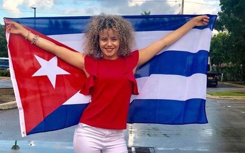 Actriz y bailarina cubana Daniela Darlin alcanza la ciudadanía estadounidense