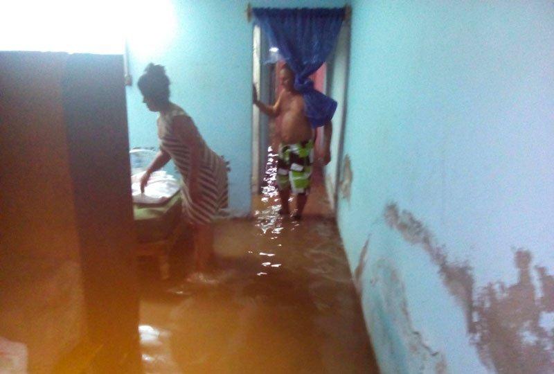 Fuertes inundaciones afectan a vecinos de Las Tunas
