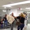 Familia cubana celebra su llegada a Miami tras ganar la Lotería de Visas de Estados Unidos