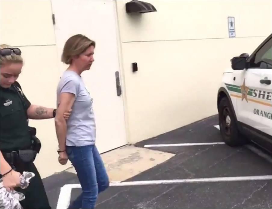 Arrestan en Florida a una mujer por la muerte de su novio dentro del maletero de un auto