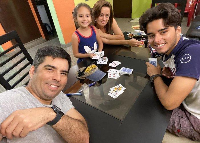 Luis Silva junto a su hija Pila, su esposa y su hijo mayor