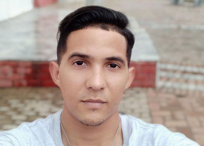 Javier Favier Ginarte, estudiante de medicina en Nueva Gerona