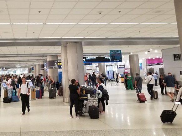 Aduana de Cuba crea polémica sobre supuesta prohibición de equipaje de mano