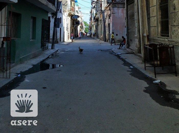 Se pierden 20 litros de agua potable cada minuto por un salidero en La Habana (Foto de referencia: Asere)