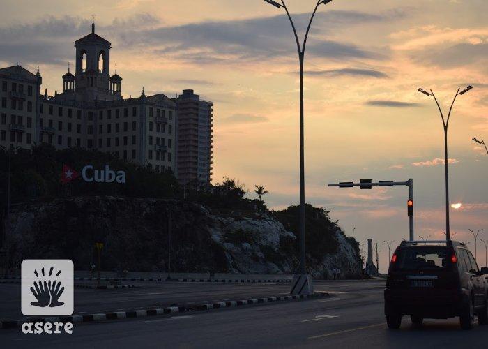 Atardecer frente al Hotel Nacional, en La Habana
